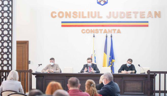 Liberalul Mihai Lupu a împărțit banii CJC. Cum au fost distribuiţi - sus-1619026528.jpg