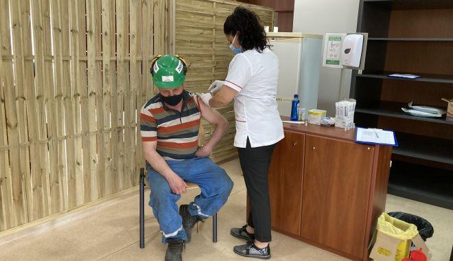 Centru de vaccinare la Şantierul Naval Constanţa. Se pot imuniza angajaţii şi familiile lor - sus-1620238160.jpg