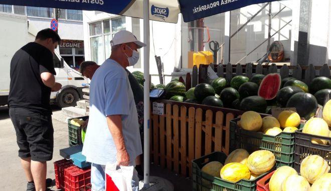 Pepeni giganţi de vânzare în pieţele din Constanţa. Unul singur ajunge şi la 20 kg - sus-1627064167.jpg
