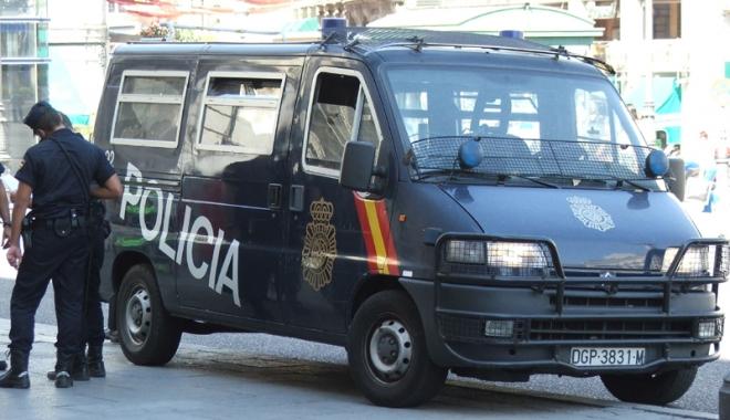 Foto: Opt suspecţi de terorism, arestaţi în Spania