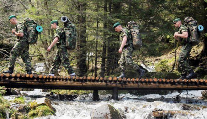Foto: Sute de posturi de subofiţer  în Armata României, scoase la concurs