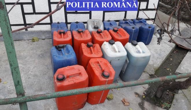 Foto: Sute de litri  de motorină  şi trofee de cerb, confiscate  de poliţişti