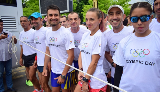 Sute de alergători, la ediţia jubiliară a Crosului Naţional Olimpic - sute12-1497788820.jpg