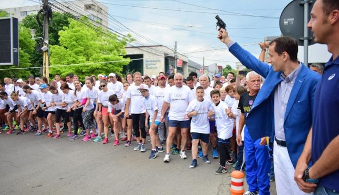 Foto: Sute de alergători, la ediţia jubiliară a Crosului Naţional Olimpic