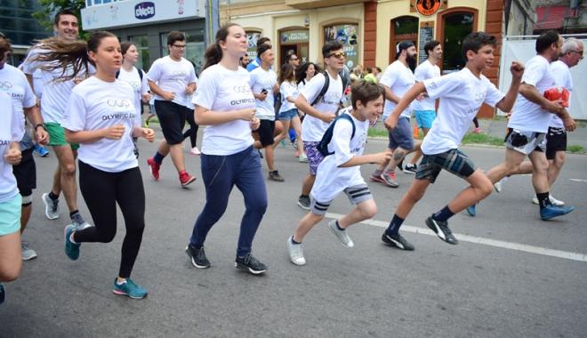 Sute de alergători, la ediţia jubiliară a Crosului Naţional Olimpic - sute14-1497788836.jpg