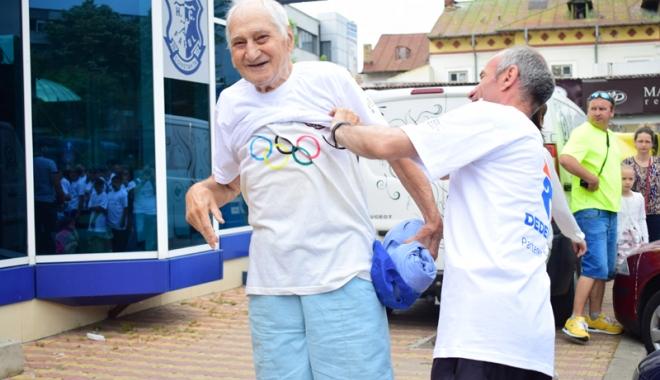 Sute de alergători, la ediţia jubiliară a Crosului Naţional Olimpic - sute4-1497788877.jpg