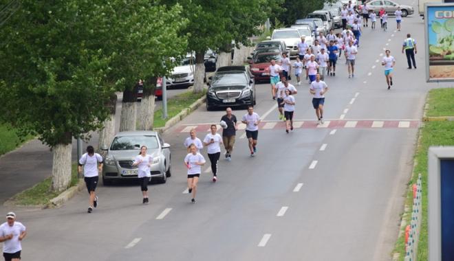 Sute de alergători, la ediţia jubiliară a Crosului Naţional Olimpic - sute5-1497788887.jpg