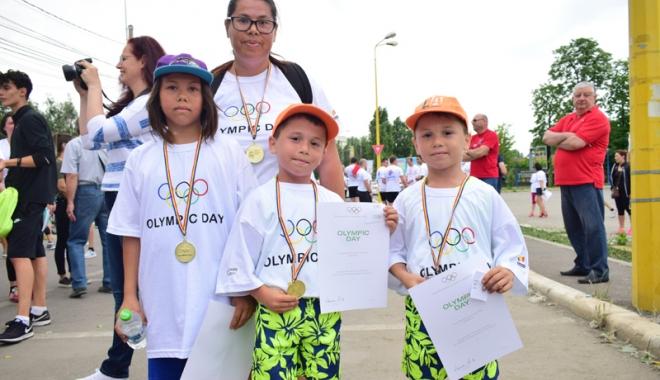 Sute de alergători, la ediţia jubiliară a Crosului Naţional Olimpic - sute9-1497788927.jpg