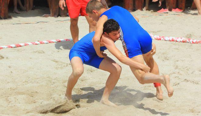"""Foto: Sute de luptători îşi măsoară forţele la """"Cupa Callatis"""""""