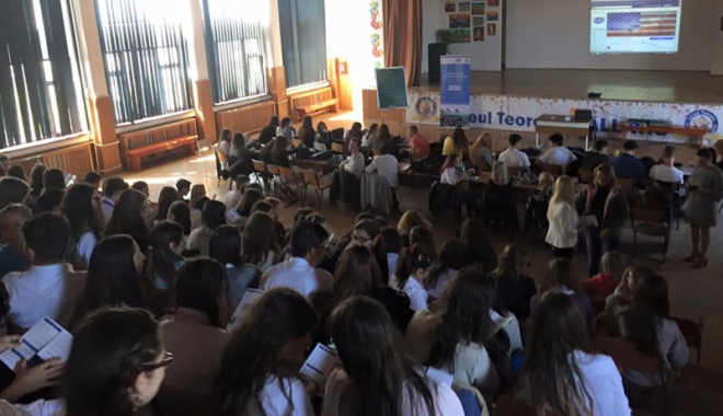 Foto: Sute de elevi din Mangalia, interesaţi de studii în America