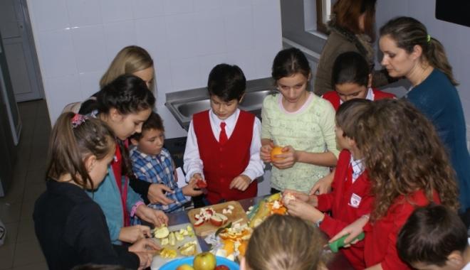 Foto: S-a votat! Fructe proaspete pentru şcolari și preşcolari