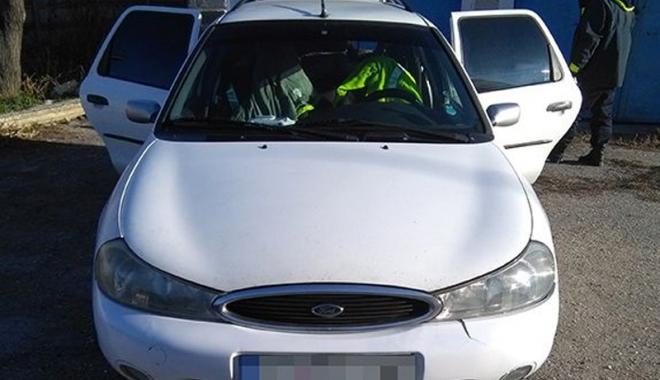 Foto: Sute de litri de motorină, confiscate din portbagajul unor constănţeni