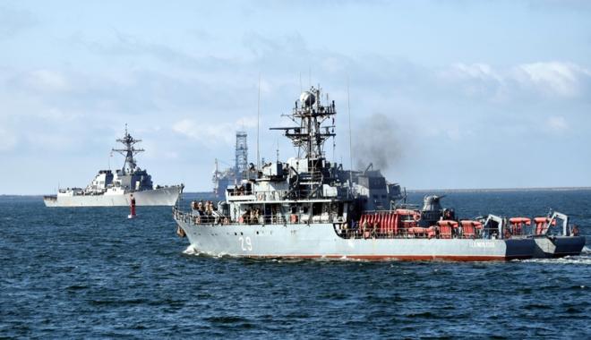 Foto: Sute de militari participă la un amplu exerciţiu în Marea Neagră