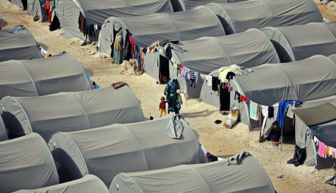 Foto: Autorităţile irakiene deţin 1.400 de soţii şi copii ai luptătorilor Statului Islamic