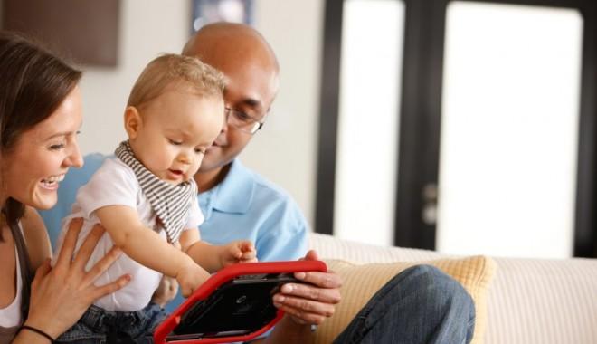Foto: Premieră în Constanţa / Autismul, tratat cu ajutorul tabletelor Android