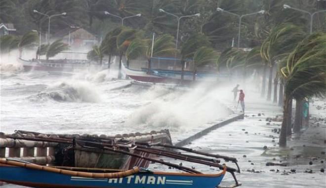 Foto: 24.000 de persoane evacuate, în așteptarea taifunului Maysak