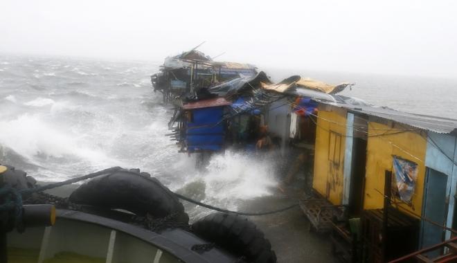 Foto: După uraganele Matthew și Nicole, taifunul Sarika face ravagii în Filipine