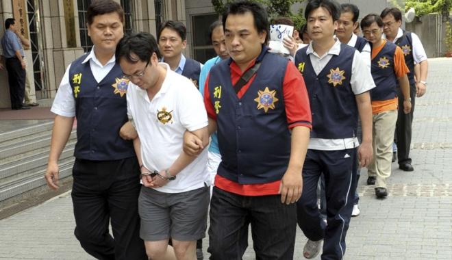 Foto: Spărgători de bancomate,  arestaţi în Taiwan. Printre ei şi români