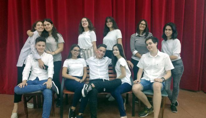 """Foto: Talent şi muncă.  Elevii Liceului """"Ovidius"""",  premiaţi la Festivalul Amifran"""