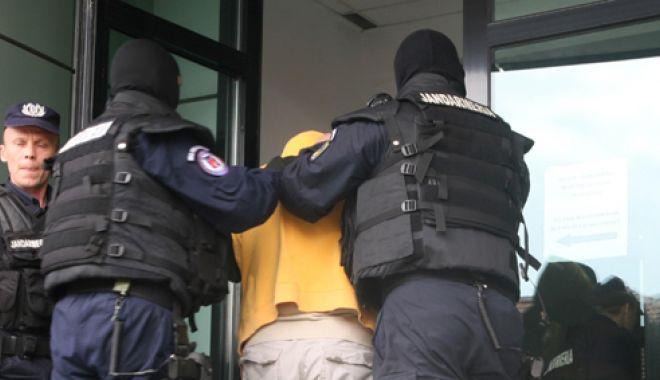 Foto: Tânăr arestat preventiv pentru că  a furat combustibil dintr-o benzinărie