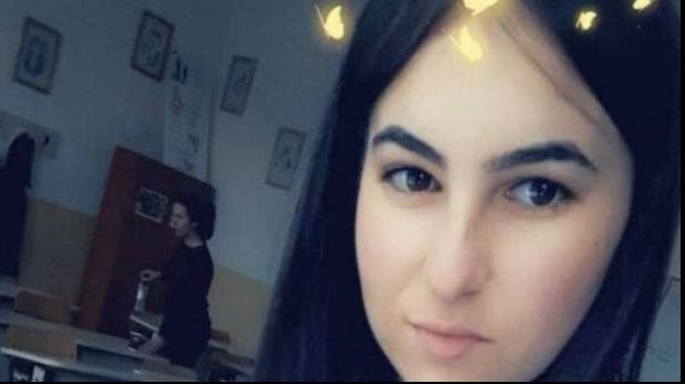 Foto: Tânăra bătută şi aruncată peste gardul spitalului de iubitul gelos a murit