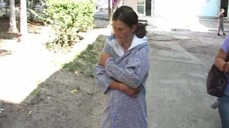 Foto: VIDEO / O tânără a născut într-un cimitir, printre morminte