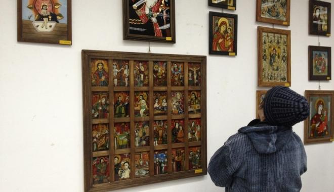 Foto: Tânărul care a furat icoane dintr-o biserică,  arestat 30 de zile
