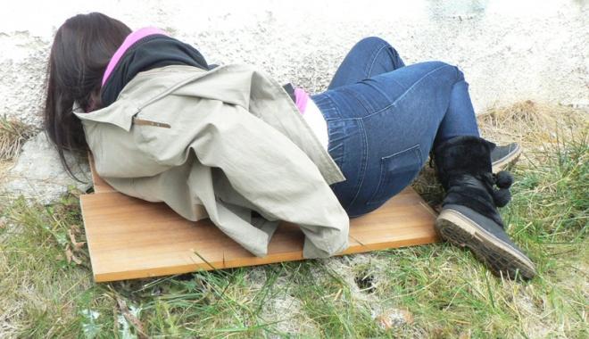 Foto: Tânărul care şi-a violat  sora vitregă, băgat după gratii