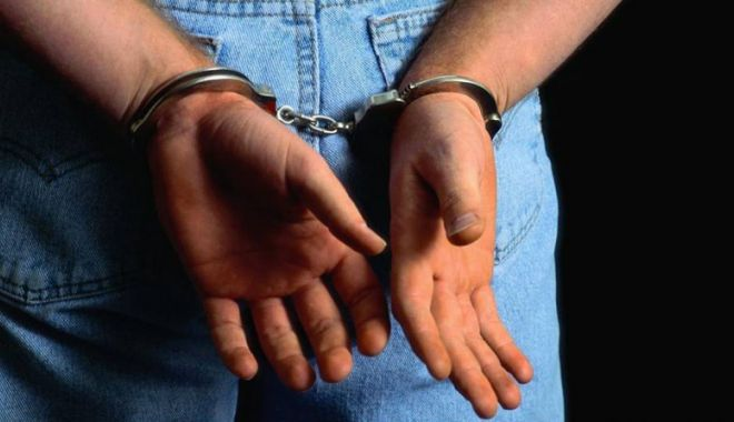 Foto: Tânărul  care a încercat  să tâlhărească  o femeie,  arestat preventiv