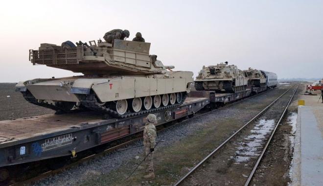 Foto: Tancurile şi soldaţii americani au sosit la Constanţa. Cât vor sta yankeii în ţară