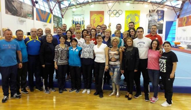 """Foto: """"Ţară, ţară, vrem campioane!"""" Speranţele gimnasticii constănţene, în concurs la Izvorani"""