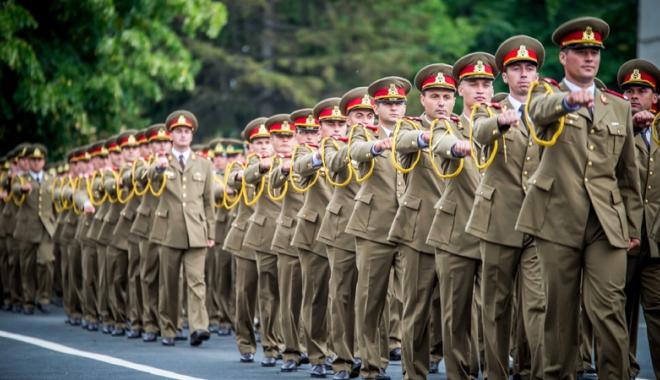 Foto: Armata caută militari rezervişti.  Angajaţi cu contract, pregătiţi şi plătiţi!