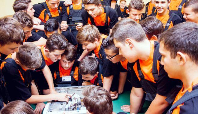 Foto: Târg de toamnă al ofertelor educaţionale din învăţământul profesional,  la Constanţa