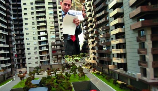 Foto: Târg imobiliar la Constanţa