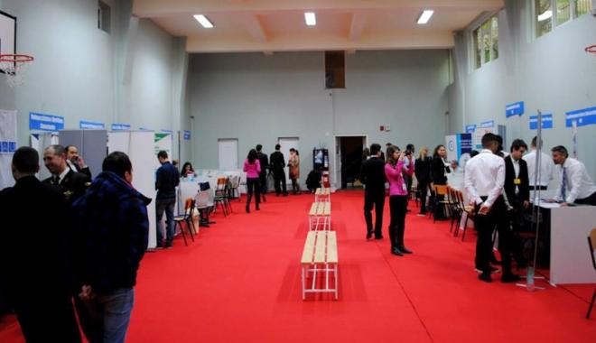 Foto: T�rg interna�ional de universit��i, la Constan�a