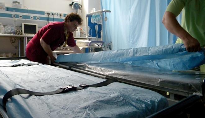 Foto: Spitalul Judeţean, dotat cu tărgi hidraulice pentru pacienţi