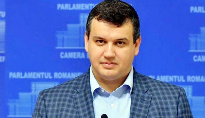 """Foto: """"Tăriceanu vrea să transforme Parlamentul într-o unitate militară"""""""