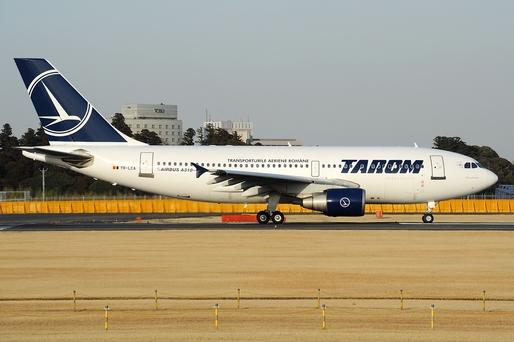 Foto: Un avion al Tarom care trebuia să decoleze spre Roma s-a defectat