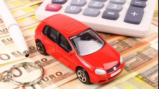 Foto: C�t vor pl�ti �oferii pentru taxa de timbru, �n 2015