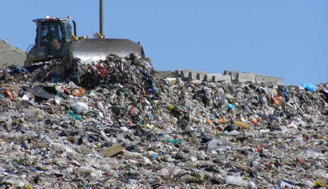 Foto: Taxă pentru depunerea deşeurilor la groapa de gunoi