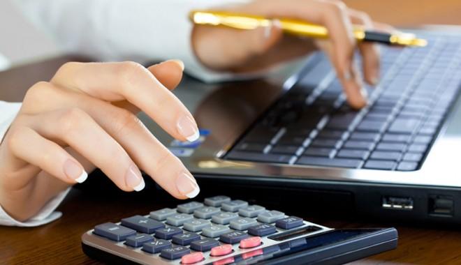 Foto: Taxele mari pe salarii ne sufocă. Iată cu ce propuneri vin investitorii români