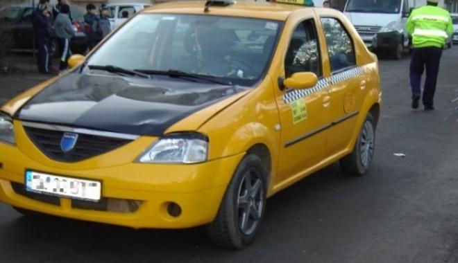 Foto: Şofer de taxi, găsit mort în maşină