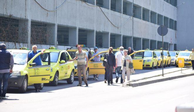 Foto: Taximetriştii pirat din Constanţa, vânaţi de poliţiştii locali