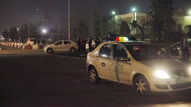 Foto: Bătaie între taximetrişti şi şoferii Uber. Sunt mai mulţi răniţi, 12 persoane au fost duse la audieri