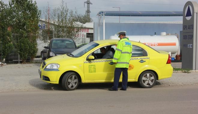 Foto: Taximetrist reținut după ce a bătut  doi polițiști locali