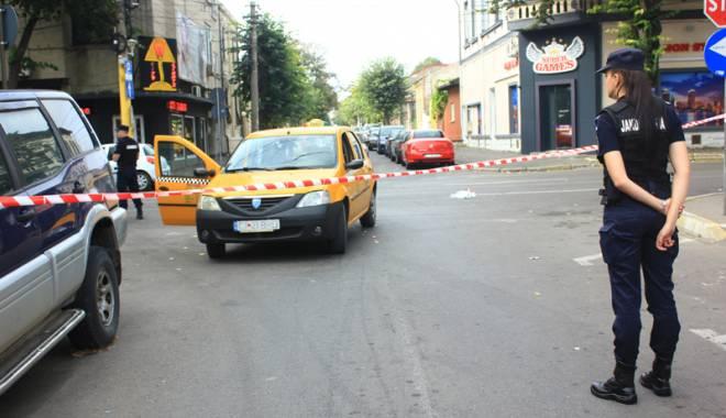Foto: Imagini de groază. Teroare în centrul Constanţei. Taximetrist înjunghiat, atacatorul - mort!