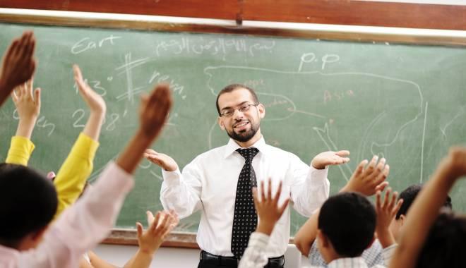 Foto: Şi o veste bună - cresc salariile în învăţământ