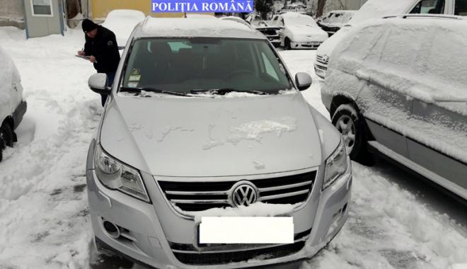 """Foto: """"Ţeapă"""" luată  de o constănţeancă.  A dat 4.000 de euro  pe un autoturism furat"""