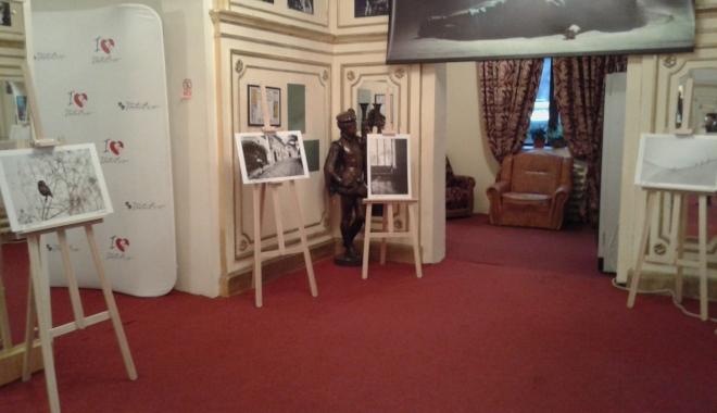 Foto: Expoziţie de fotografie la Teatrul de Stat Constanţa