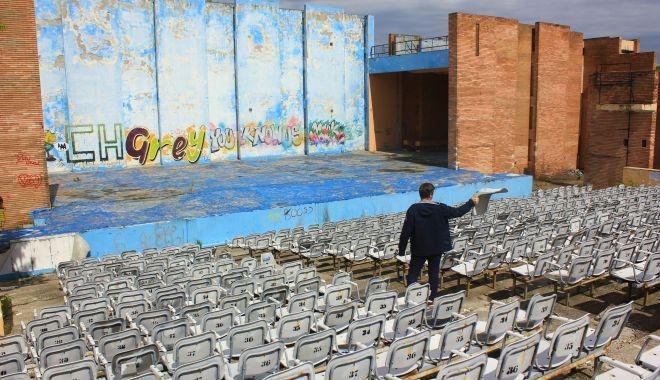 Foto: Teatrul de Vară din Mamaia stă să cadă. Îl renovăm cu milioane de euro sau construim altul nou?
